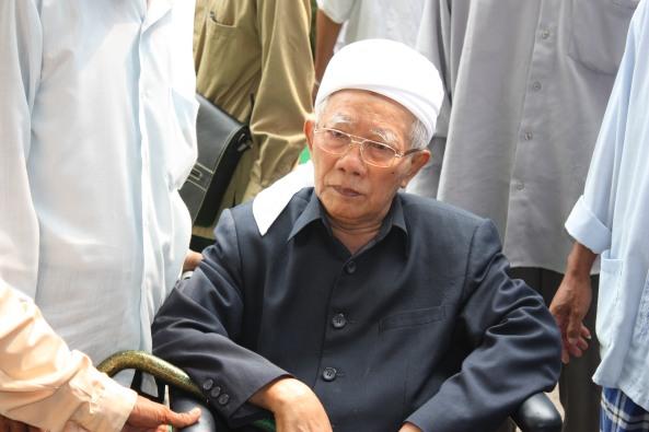 Drs. KH. Masduqi mahfud